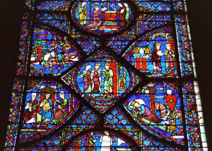 800px-cathedral-chartres-2006_stained-glass-window_detail_01.jpg