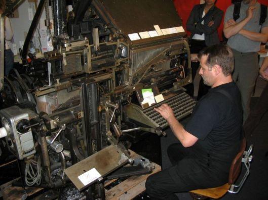800px-linotype_typesetting_machine.jpg